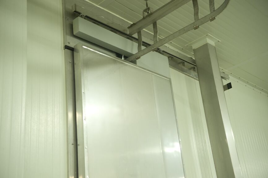 Metal clad horizontal sliding doors weiland doors for Horizontal metal siding